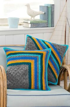 Ravelry: Striped Pillow Duo by Katherine Eng.. Free pattern!