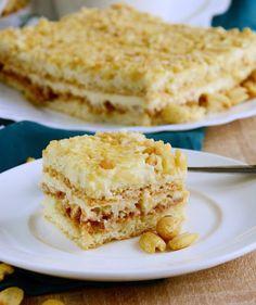 Ciasto Biały Lion- biszkopt z masą budyniową, kajmakiem, ryżem preparowanym - Biszkopty