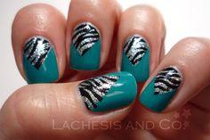Zebra & Glitter V-gaps nail art