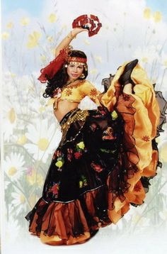 Fashion has it - Find Out Gypsy Look, Gypsy Style, Boho Gypsy, Bohemian, Flamenco Dancers, Belly Dancers, Fridah Kahlo, Fortune Teller Costume, Gypsy Culture