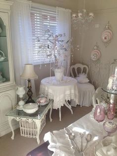 9 Easy Ways To Add Simple But Effective Decoration Deisgn Style Small shabby chic dinning room. The Best of shabby chic in Shabby Chic Mode, Cottage Shabby Chic, Shabby Chic Design, Casas Shabby Chic, Shabby Chic Vintage, Shabby Chic Interiors, Shabby Chic Bedrooms, Shabby Chic Furniture, Shabby Chic Decor