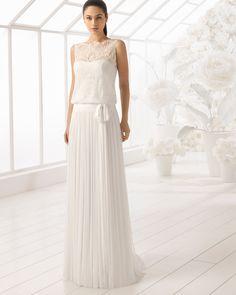 Vestido de novia estilo boho en muselina de seda y encaje pedrería. Colección 2018 Rosa Clará Soft.