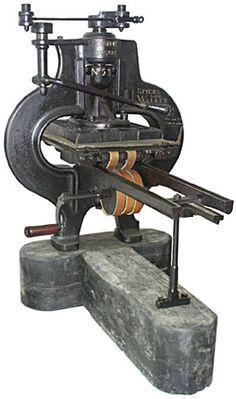 A impressa metálica conduziu um grande avanço durante a revolução industrial a nível da Impressão. Com a invenção de tipos moveis, o trabalho na reprodução de livros, ou panfletos, entre outros, tornou-se uma tarefa mais eficaz e menos demorada.