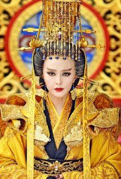 [Appreciation] Fan Bing Bing's fab costumes for The Empress of China - Celebrity Photos - OneHallyu Wu Zetian, La Danse Macabre, The Empress Of China, Chinese Artwork, Fan Bingbing, Japanese Geisha, Traditional Fashion, Ancient China, Chinese Culture