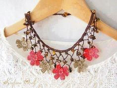 Knitted jewelery - it& warm miracle. Discussion on LiveInternet - Russian Service Online Diaries Crochet Jewelry Patterns, Crochet Motifs, Thread Crochet, Crochet Accessories, Crochet Jewellery, Knitted Necklace, Lace Necklace, Crochet Earrings, Jewelry Crafts