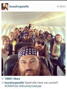 The Robertson is on trip! Love the Duck Dynasty cast. Duck Dynasty Cast, Duck Dynasty Family, Robertson Family, Sadie Robertson, Jep And Jessica, Miss Kays, Cma Fest, Duck Calls, Duck Commander