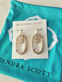 american-prepster: New Kendra Scott goodie Cute Jewelry, Jewelry Box, Jewelery, Jewelry Accessories, Kendra Scott Jewelry, Kendra Scott Bracelet, Family Jewels, Girly Things, Purses