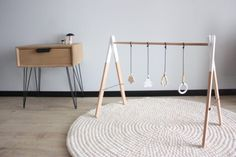 DIY portique d'éveil pour bébé en bois - wood baby gym -