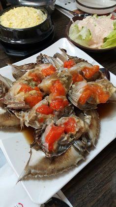 간장게장 ganjang gejang raw crab marinated in soy sauce, sinsadong, seoul Bento Recipes, Crab Recipes, Asian Recipes, Real Food Recipes, Ethnic Recipes, Korean Crab Recipe, Korean Traditional Food, Veggie Rolls, Tumblr Food