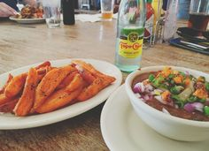 sweet potato fries and vegan chili at The Pheonix Saloon in New Braunfels | Adventures in a New(ish) City #sanantonio #texas #hillcountry #food #foodblogger #newishcityHOU