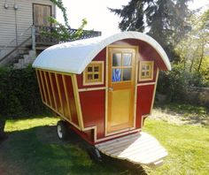 DIY vardo now available on Airbnb in Seattle, WA; fully insulated with full bed and electricity, no bath as is common in most of these types of wagon homes.
