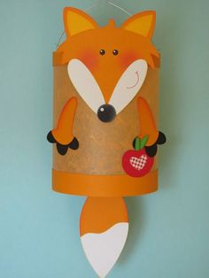 Diese hübsche Fuchs-Laterne verzaubert alle Kinder. Weitere schöne Inspirationen für Sankt Martin und andere Events mit Kindern findet Ihr auf blog.balloonas.com