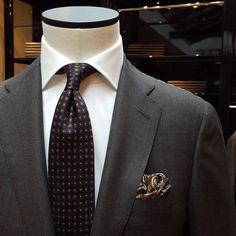 Dark brown birdseye suit by Caruso Menswear | shirt by Pauw Mannen | tie by Cesare Attolini Napoli | pocket squar by Viola Milano