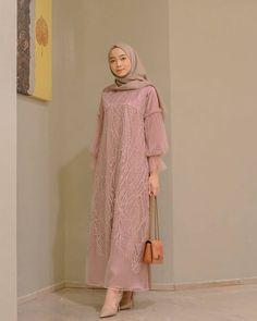 Inspirasi outfit kondangan – N&D – Hijab Fashion 2020 Dress Muslim Modern, Dress Brokat Modern, Kebaya Modern Dress, Muslim Dress, Dress Brokat Muslim, Modern Hijab Fashion, Muslim Women Fashion, Hijab Fashion Inspiration, Model Dress Batik