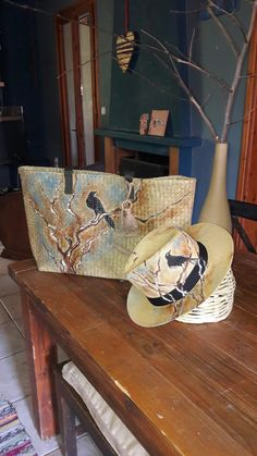 Painted Hats, Diy And Crafts, Arts And Crafts, Art Bag, Derby Hats, Handmade Bags, Homemade Gifts, Fiber Art, Decoupage