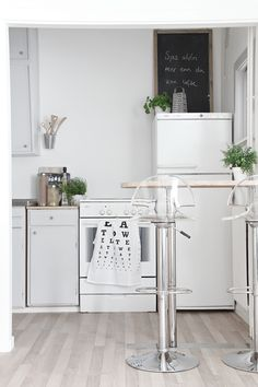 Chic acrylic perspex stools are perfect for that barely there look in compact kitchen spaces. Stools For Kitchen Island, White Kitchen Island, White Kitchen Decor, Wood Floor Kitchen, Kitchen Flooring, Cocinas Kitchen, Apartments For Sale, Kitchen Styling, Modern Interior Design