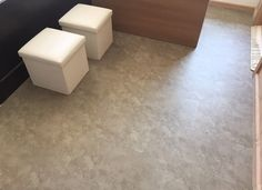 Ufficio - Pavimento Connect 55 bone grey #madeinitaly #italiandesign #skema #connect55 Modern Flooring, Tile Floor, Connect, Tiles, Wood, Design, Home Decor, Parquetry, Room Tiles
