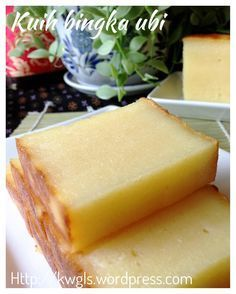 Kuih Bingka Ubi–Baked Tapioca or Cassava Cake (烤木薯糕) Malaysian Dessert, Malaysian Food, Asian Snacks, Asian Desserts, Chinese Desserts, Bakery Recipes, Dessert Recipes, Cooking Recipes, Casava Cake Recipe