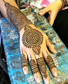 Top Latest & Simple Arabic Mehndi Designs for Hands & Legs - Henna designs hand - Henna Hand Designs, Dulhan Mehndi Designs, Arte Mehndi, Mehndi Designs Finger, Simple Arabic Mehndi Designs, Mehndi Designs For Beginners, Mehndi Designs For Girls, Mehndi Design Pictures, Bridal Henna Designs