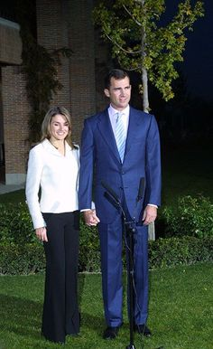 A year after they began dating, Prince Felipe announced his engagement to TVE journalist Letizia Ortiz in November 2003 at the Zarzuela Palace The couple had an engagement party three days later, also at the royal residence on the outskirts of Madrid.