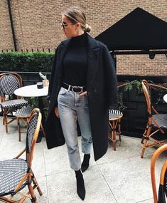 Chic outfit ideas for winter Chic outfit ideas for winter Winter Fashion Outfits, Fall Winter Outfits, Autumn Winter Fashion, New York Winter Outfit, Fashion Dresses, Fashion Mode, Look Fashion, Womens Fashion, Fashion Trends