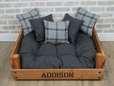 Rustic Dog Beds, Pallet Dog Beds, Cute Dog Beds, Diy Dog Bed, Dog Area, Dog Furniture, Wood Dog, Dog Rooms, Diy Stuffed Animals