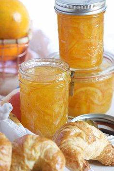 Super easy Orange Marmalade recipe has a hint of vanilla for the BEST spread ever. Perfect for breakfast, brunch or stirring into savory sauces! Orange Jam Recipes, Homemade Marmalade Recipes, Homemade Orange Marmalade Recipe, Recipes With Oranges, Citrus Recipes, Instant Pot, Marmalade Jam, Pots, Homemade Jelly