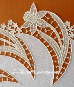 SKU 10604 Daffodil free standing lace doily machine embroidery