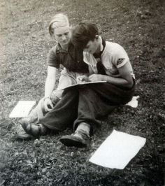 Sophie Scholl (right)