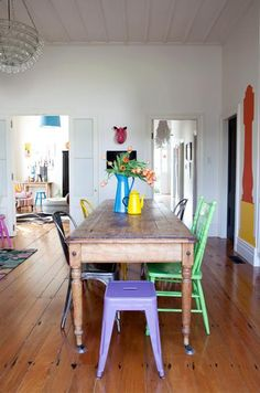 How to Rock Mismatched Dining Chairs. Here are 15 dining room inspirations that rock mismatched dining chairs. Design tips from designer, Kellie Smith Woven Dining Chairs, Mismatched Dining Chairs, Metal Chairs, Coloured Dining Chairs, Lounge Chairs, Mismatched Furniture, Rocking Chairs, Office Chairs, Room Chairs