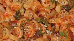 Ricette Luisanna Messeri: ruote al pesto rosso, la pasta fredda di oggi
