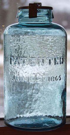 Vintage Mason Jars, Vintage Bottles, Mason Jar Diy, Antique Glass Bottles, Bottles And Jars, Glass Jars, Kitchen Jars, Aqua Glass, Pottery Marks