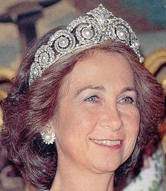 When your mother-in-law the Queen hates you but tries to make it up to you with a tiara for your wedding. Royal Spanish Tiaras: Queen Ena's Pearl and Diamond Tiara * Katie Callahan & Co. Royal Crowns, Royal Tiaras, Royal Jewels, Tiaras And Crowns, Crown Jewels, Diamond Tiara, Pearl Diamond, Princess Victoria, Queen Victoria