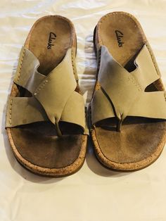 352a34c302c6 clarks sandals 7 Beige Leather T-Strap