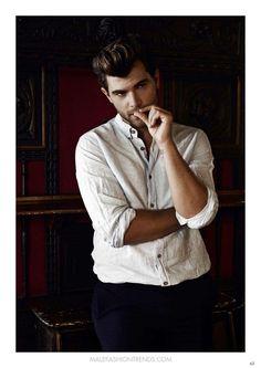 La edición de septiembre de la revista digital KOOSS Magazine se viste de gala con la aparición del cantante y actor español Diego Domínguez en portada de la edición de Septiembre