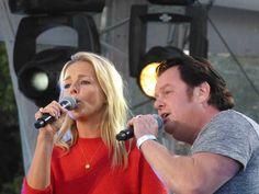 Chantal Janzen met Martijn Fischer op de Sing-a-long repeteren #hijgelooftinmij