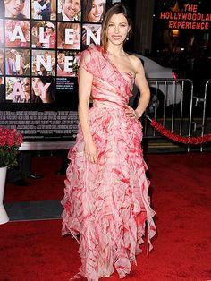 Oscar de la Renta's Most Showstopping Red Carpet Moments | JESSICA BIEL | At the 2009 Valentine's Day Los Angeles premiere