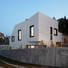 Rear Home Exterior from Family House Design Ideas with Modern and Contemporary Interior 600x600 Family House Design Ideas with Modern and Contemporary Interior