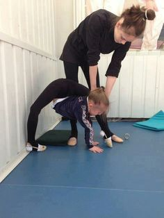 The ultimate oversplit. This is most likely Ulyana Travkina. Rhythmic Gymnastics Training, Aerial Gymnastics, Gymnastics Tricks, Gymnastics Poses, Amazing Gymnastics, Gymnastics Workout, Artistic Gymnastics, Flexibility Dance, Gymnastics Flexibility