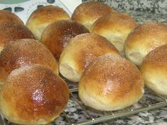 Panets per esmorzar Mexican Sweet Breads, Mexican Food Recipes, Sweet Recipes, Real Food Recipes, Cooking Recipes, Yummy Food, Muffins, Sweet Buns, Pan Dulce