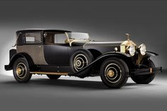 """The 1929 Rolls Royce Phantom I is a classic car. Also known as the """"New Phantom"""" it replaced the Silver Ghost, which had established its presence in the classic cars market. Rolls Royce Phantom, Auto Retro, Retro Cars, Cars Vintage, Antique Cars, Vintage Auto, Rolls Royce Cars, Classy Cars, Car Car"""