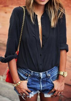 Just a Pretty Style: Street style | Loose black blouse and denim shorts