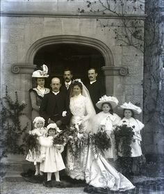 :::::::::: Vintage Photograph :::::::::: Wedding party - I'm smiling at the girls huge hats!