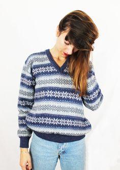 Jersey vintage unisex. Cuello de pico. Jersey azul, gris y blanco. Jersey estampado invernal