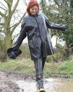 Red Raincoat, Equestrian Chic, Rubber Raincoats, Wellies Boots, Rain Gear, Raincoats For Women, Black Rubber, Riding Boots, Women Wear