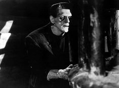 A gallery of Frankenstein publicity stills and other photos. Featuring Boris Karloff, Colin Clive, Dwight Frye, Mae Clarke and others. Boris Karloff Frankenstein, Frankenstein 1931, Best Horror Movies, Scary Movies, Sleepy Hollow, Air Gear Characters, James Whale, Horror Tale, Frankenstein's Monster