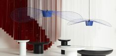 VERTIGO est une « lampe cabane » selon les termes mêmes de son designer; à la fois aérienne et graphique, elle s'adapte aux grands volumes comme aux petits, où elle recrée un espace propre et intime. Scandinavia Design, Volumes, Pendant Design, Comme, Designer, Lighting, Blue, Home Decor, Chart