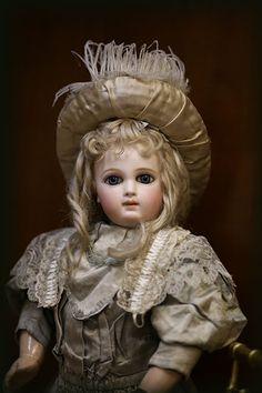 Lovely Doll with sweet face. Victorian Dolls, Vintage Dolls, Antique Clothing, Antique Toys, Pretty Dolls, Beautiful Dolls, China Dolls, Doll Shop, Madame Alexander Dolls