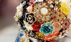 This is a wedding bouquet made from vintage brooches. I will ask each woman in my family to help me to create this look !!