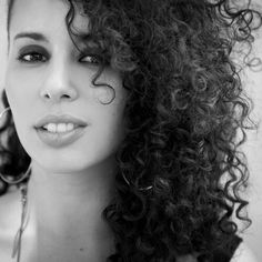 Raquel Sofía is a Puerto Rican singer-songwriter. From 2012-2013 Sofía performed backing vocals to Juanes as well as Shakira and Jean Carlos Canela on tour. ♥